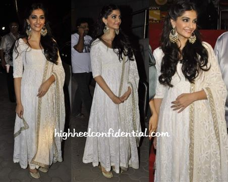 Ms. Kapoor makes the color white look elegant and classy yet still traditional when it comes to Indian clothes. Remember when it comes to Indian clothes, less is always more. If you wear heavy earrings, leave the matching necklace at home and vice versa.