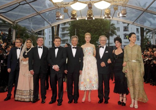 Vidya Balan wearing a sari for the photo call of the jury members. From left, Christoph Waltz, Daniel Auteuil, Nicole Kidman, president Steven Spielberg, and Ang Lee. Source: Indian Express