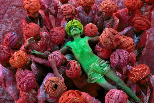 Holi festival, Rajasthan, India, 1996 The Holi festival is also known as the festival of colours and this image by McCurry shows why. With powder bombs exploding around him, this man is in a state of reverie as he is carried aloft through the crowd. In form and content it is an image of intense fervour and excitement. Magnum Photos, NYC94205, MCS1996002K308 Phaidon, Iconic Images, final print_milan, iconic photographs